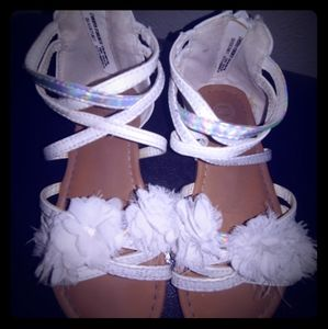 Cute white self esteem sandals with white flowers